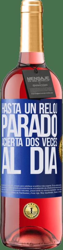 24,95 € Envío gratis | Vino Rosado Edición ROSÉ Hasta un reloj parado acierta dos veces al día Etiqueta Azul. Etiqueta personalizable Vino joven Cosecha 2020 Tempranillo