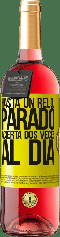 24,95 € Envío gratis | Vino Rosado Edición ROSÉ Hasta un reloj parado acierta dos veces al día Etiqueta Amarilla. Etiqueta personalizable Vino joven Cosecha 2020 Tempranillo