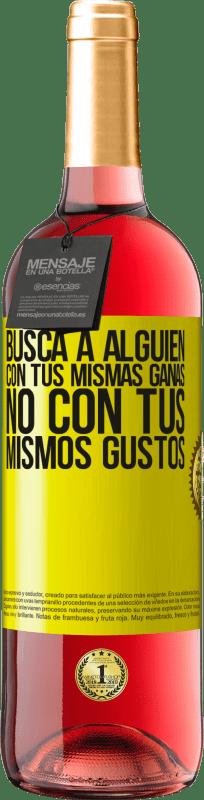 24,95 € Envío gratis   Vino Rosado Edición ROSÉ Busca a alguien con tus mismas ganas, no con tus mismos gustos Etiqueta Amarilla. Etiqueta personalizable Vino joven Cosecha 2020 Tempranillo