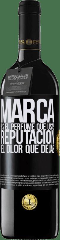24,95 € Envío gratis | Vino Tinto Edición RED Crianza 6 Meses Marca es el perfume que usas. Reputación, el olor que dejas Etiqueta Negra. Etiqueta personalizable Crianza en barrica de roble 6 Meses Cosecha 2018 Tempranillo