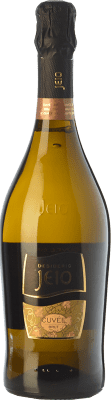 9,95 € Free Shipping | White sparkling Bisol Jeio Cuvée Brut I.G.T. Vino Spumante di Qualità Italy Chardonnay, Sauvignon, Glera Bottle 75 cl. | Thousands of wine lovers trust us to get the best price guarantee, free shipping always and hassle-free shopping and returns.