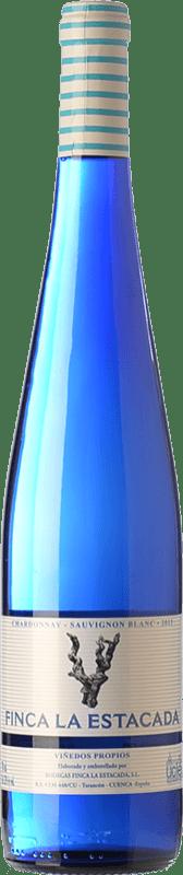 4,95 € Free Shipping | White wine Finca La Estacada Chardonnay-Sauvignon Blanc D.O. Uclés Castilla la Mancha Spain Chardonnay, Sauvignon White Bottle 75 cl