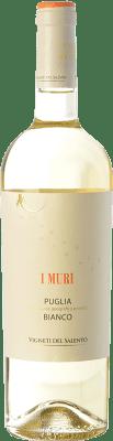 9,95 € Envío gratis | Vino blanco Vigneti del Salento I Muri Bianco I.G.T. Puglia Puglia Italia Malvasía, Chardonnay Botella 75 cl