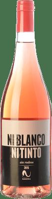 5,95 € Envío gratis | Vino rosado Vinícola Navarra Ni Blanco Ni Tinto D.O. Navarra Navarra España Garnacha Botella 75 cl